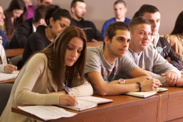 I giovani e la fede, per la Chiesa un bilancio in passivo